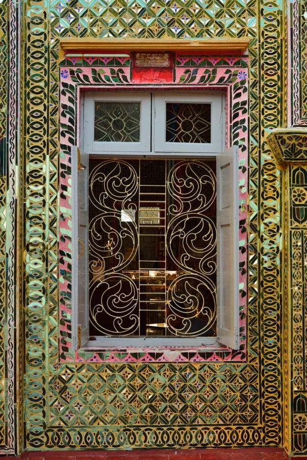 Tour a mandalay visitando i monasteri buddisti pi - Specchi colorati ...